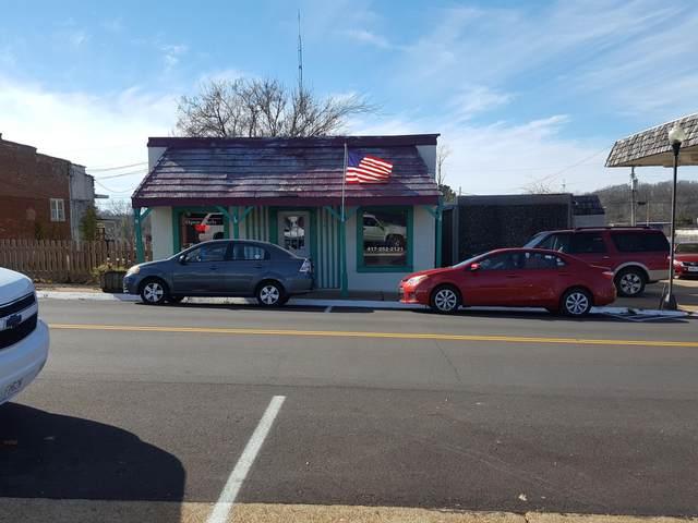 114 W Main Street, Willow Springs, MO 65793 (MLS #60178407) :: Winans - Lee Team | Keller Williams Tri-Lakes