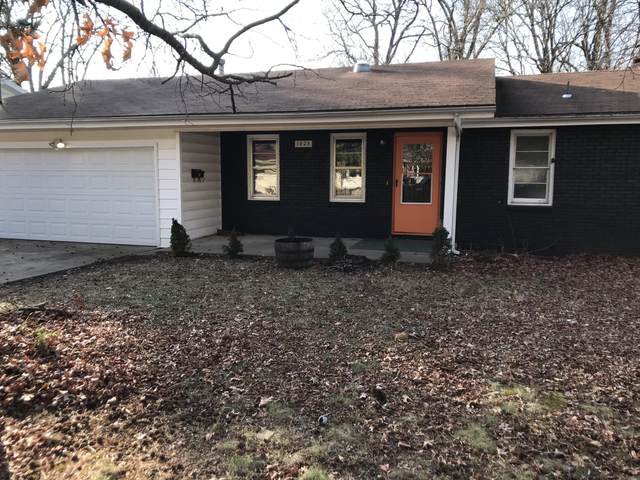 1025 S Paula Avenue, Springfield, MO 65804 (MLS #60181263) :: Sue Carter Real Estate Group