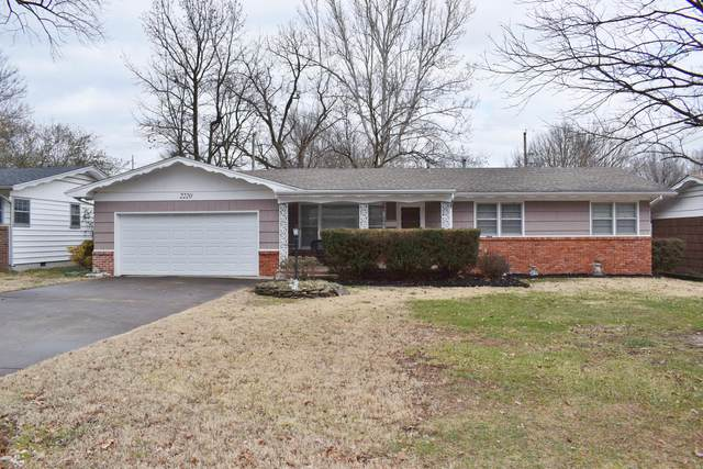 2220 S Florence Avenue, Springfield, MO 65807 (MLS #60181697) :: Clay & Clay Real Estate Team