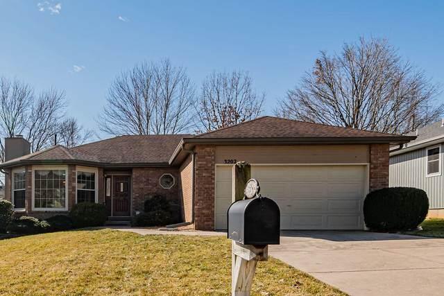 3202 E Lark Street, Springfield, MO 65804 (MLS #60184241) :: Sue Carter Real Estate Group