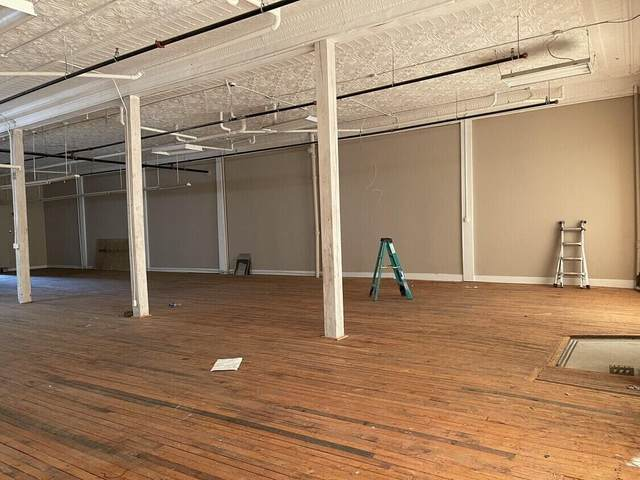 300 W Commercial West Street, Springfield, MO 65803 (MLS #60184292) :: United Country Real Estate