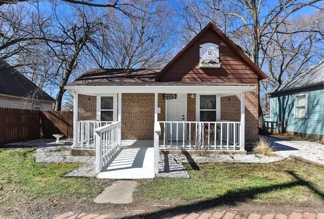 2219 N Howard Avenue, Springfield, MO 65803 (MLS #60184506) :: Team Real Estate - Springfield