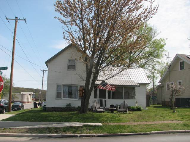 319 N Jefferson Street, Neosho, MO 64850 (MLS #60187628) :: The Real Estate Riders