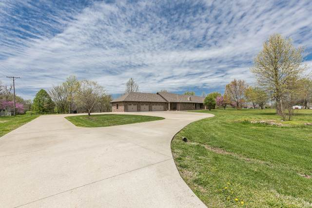 1945 N Market Avenue, Bolivar, MO 65613 (MLS #60187838) :: Sue Carter Real Estate Group