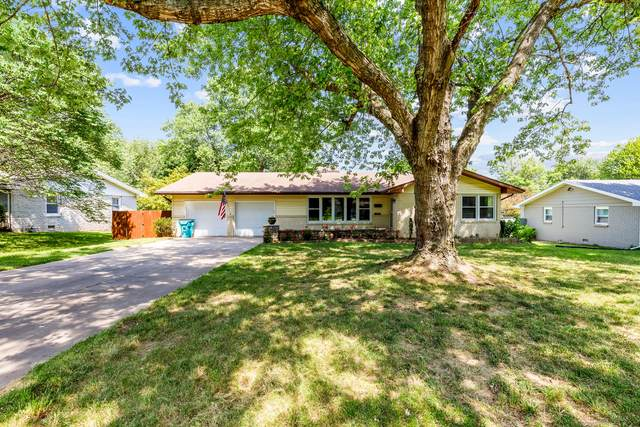 2052 S Meadowview Avenue, Springfield, MO 65804 (MLS #60193464) :: Lakeland Realty, Inc.