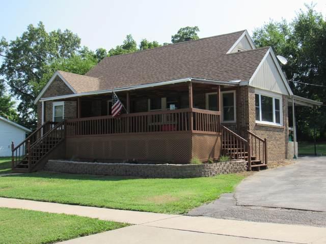 410 N Crittenden Street, Marshfield, MO 65706 (MLS #60196856) :: Team Real Estate - Springfield