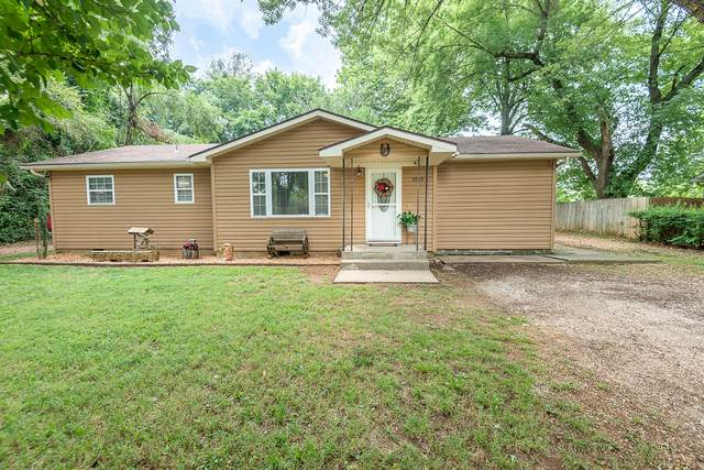 1223 N Fender Avenue, Springfield, MO 65803 (MLS #60197656) :: The Real Estate Riders