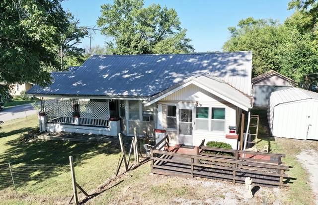 501 W 4th Street, Willow Springs, MO 65793 (MLS #60200728) :: Winans - Lee Team   Keller Williams Tri-Lakes