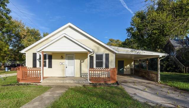 210 S Lincoln Avenue, Aurora, MO 65605 (MLS #60203466) :: Clay & Clay Real Estate Team