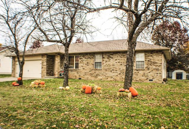 2215 W Erskine, Bolivar, MO 65613 (MLS #60122901) :: Team Real Estate - Springfield