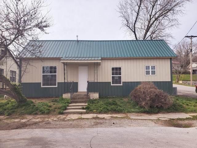 704 Townsend Street, Cassville, MO 65625 (MLS #60159827) :: Weichert, REALTORS - Good Life