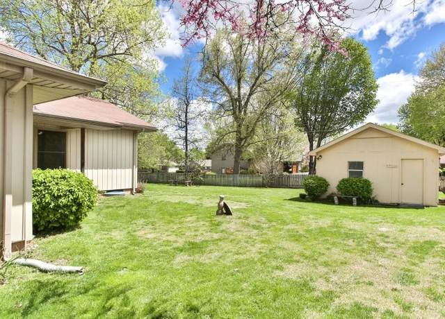 1070 E Mentor Street, Springfield, MO 65810 (MLS #60172926) :: The Real Estate Riders