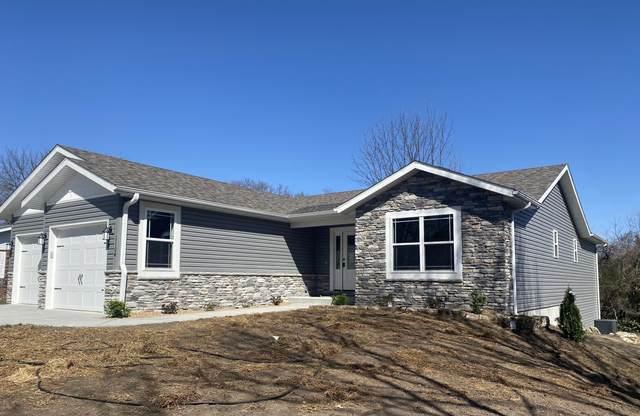 1104 S Oakland Avenue, Bolivar, MO 65613 (MLS #60183123) :: Team Real Estate - Springfield