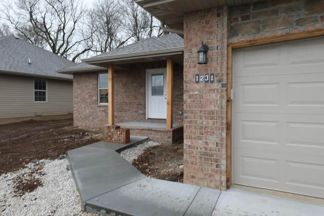 1231 S Mulberry Avenue, Springfield, MO 65802 (MLS #60154816) :: The Real Estate Riders