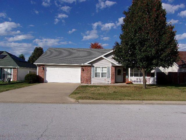 1916 Sylvan Avenue, Neosho, MO 64850 (MLS #60123183) :: Team Real Estate - Springfield