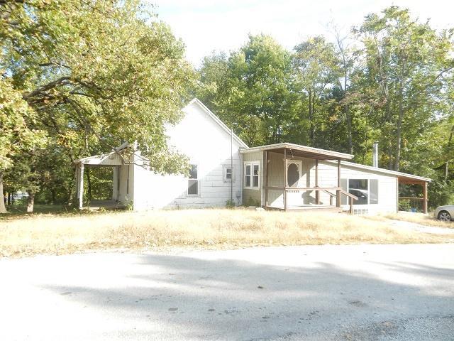 701 S Park Street, El Dorado Springs, MO 64744 (MLS #60135184) :: Team Real Estate - Springfield