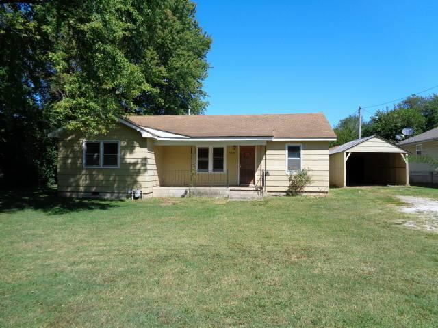 3243 W Page Street, Springfield, MO 65802 (MLS #60135711) :: Massengale Group