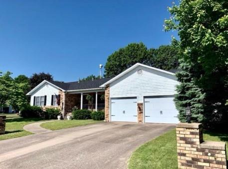 1406 Sunshine Drive, Neosho, MO 64850 (MLS #60137723) :: Team Real Estate - Springfield