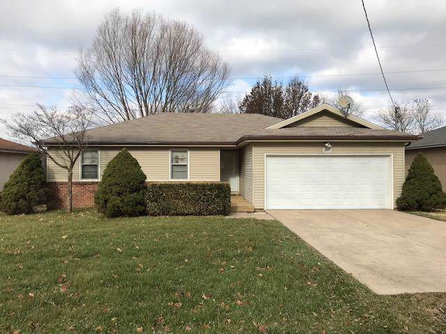 3921 W Young Street, Springfield, MO 65803 (MLS #60149183) :: Sue Carter Real Estate Group