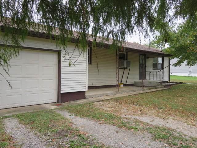 422 S Elder, Buffalo, MO 65622 (MLS #60149352) :: Sue Carter Real Estate Group