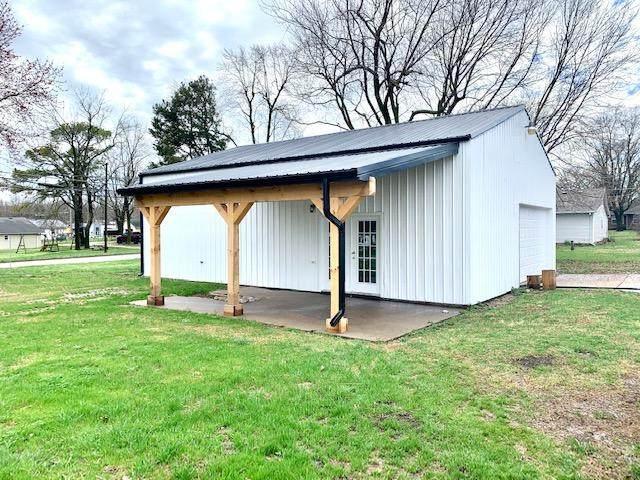 1005 W Fair Play Street, Bolivar, MO 65613 (MLS #60160076) :: Team Real Estate - Springfield