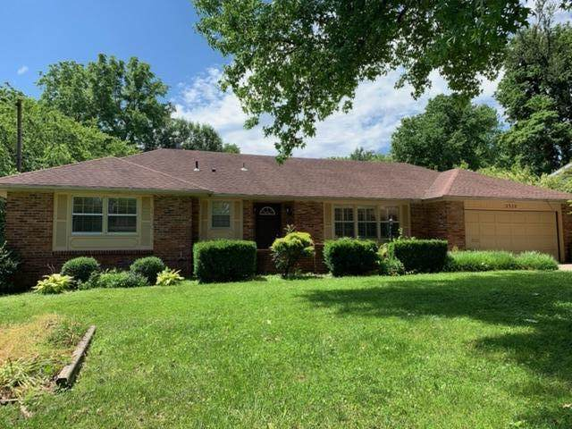 2322 E Cherryvale Street, Springfield, MO 65804 (MLS #60165393) :: The Real Estate Riders