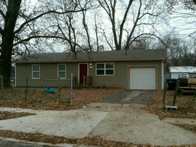 1157 S Hillcrest Avenue, Springfield, MO 65802 (MLS #60168252) :: The Real Estate Riders