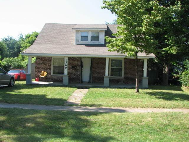 1360 E Thoman Street, Springfield, MO 65803 (MLS #60168256) :: The Real Estate Riders