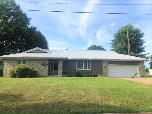 902 E Ninth Street, Mountain Grove, MO 65711 (MLS #60168376) :: Clay & Clay Real Estate Team