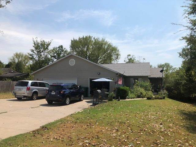 125/127 Travis Trail, Branson, MO 65616 (MLS #60172420) :: United Country Real Estate