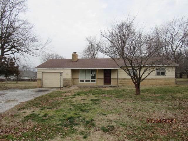 225 W Hawthorne Street, Aurora, MO 65605 (MLS #60182318) :: Team Real Estate - Springfield