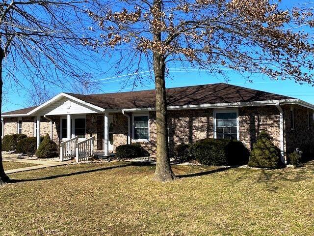 911 W Pleasant Street, Aurora, MO 65605 (MLS #60184454) :: Clay & Clay Real Estate Team