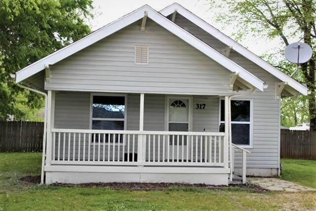 317 E Highland Street, Aurora, MO 65605 (MLS #60189518) :: Team Real Estate - Springfield