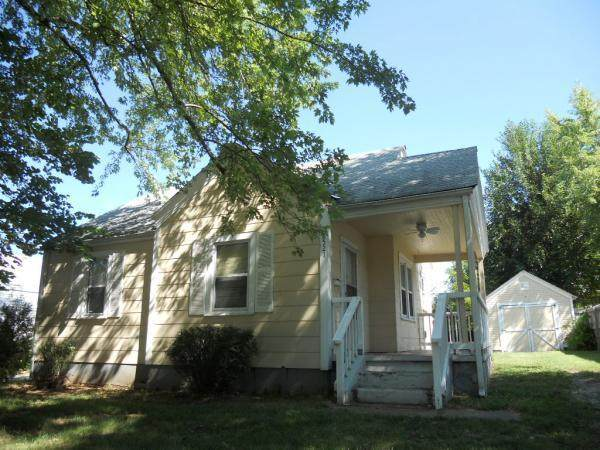 2521 W Elm Street, Springfield, MO 65806 (MLS #60189658) :: Team Real Estate - Springfield