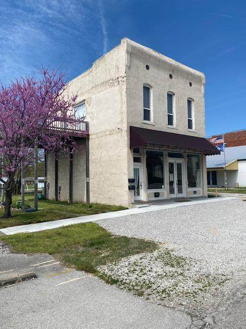 105 N Walnut Street, Pierce City, MO 65723 (MLS #60193116) :: Lakeland Realty, Inc.
