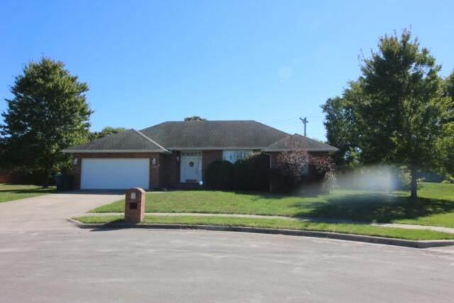 1000 W Crestwood Street, Nixa, MO 65714 (MLS #60203824) :: Evan's Group LLC