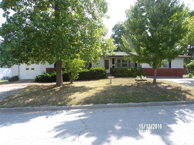 1015 S Main Avenue, Bolivar, MO 65613 (MLS #60115808) :: Team Real Estate - Springfield