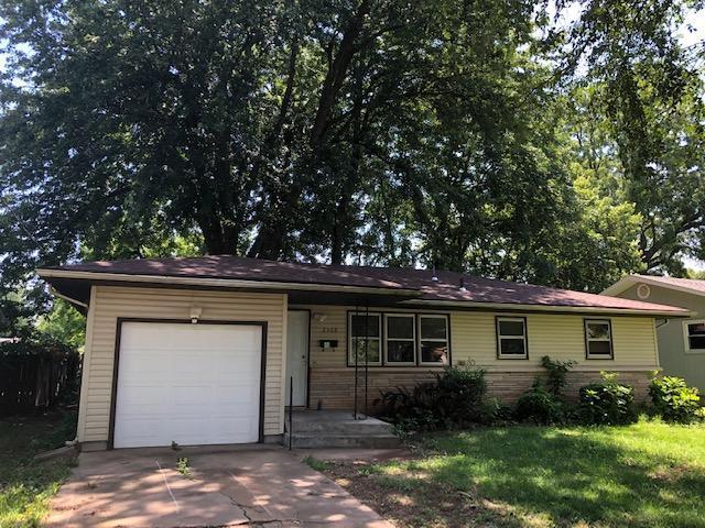 2308 S Delaware Avenue, Springfield, MO 65804 (MLS #60138652) :: Sue Carter Real Estate Group
