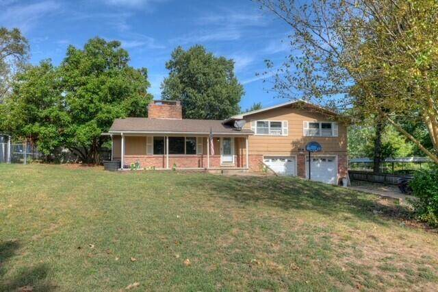 423 Crestwood Drive, Neosho, MO 64850 (MLS #60201720) :: The Real Estate Riders