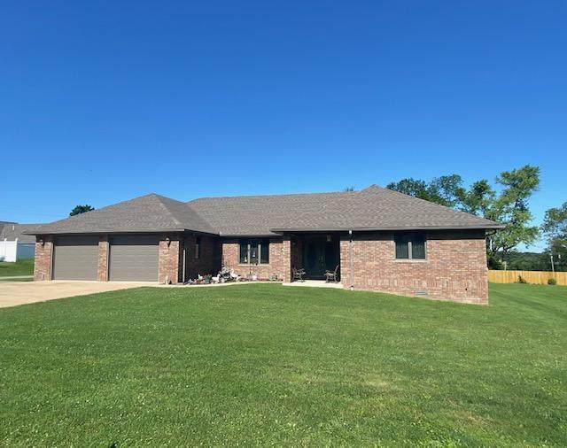 1303 Stonegate Drive, Mountain Grove, MO 65711 (MLS #60188572) :: The Real Estate Riders