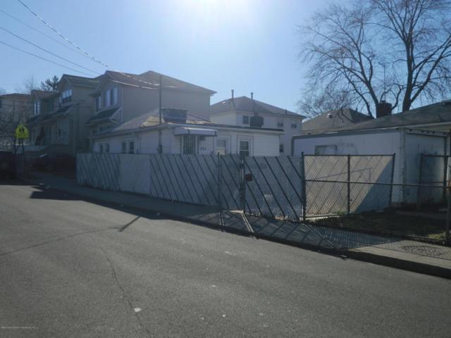 361 Britton Avenue, Staten Island, NY 10304 (MLS #1116433) :: The Napolitano Team at RE/MAX Edge