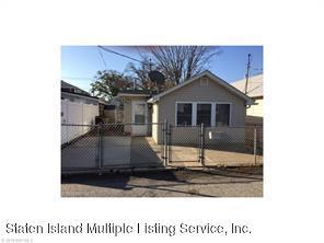 16 Seafoam Street, Staten Island, NY 10306 (MLS #1116726) :: The Napolitano Team at RE/MAX Edge
