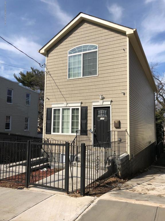 137 Hendricks Avenue, Staten Island, NY 10301 (MLS #1116998) :: The Napolitano Team at RE/MAX Edge