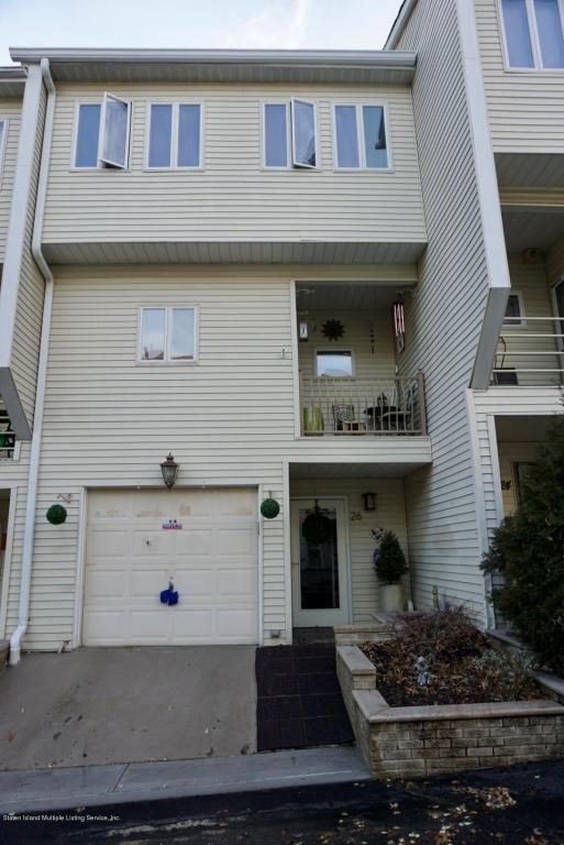 26 Grasmere Court, Staten Island, NY 10305 (MLS #1117015) :: The Napolitano Team at RE/MAX Edge