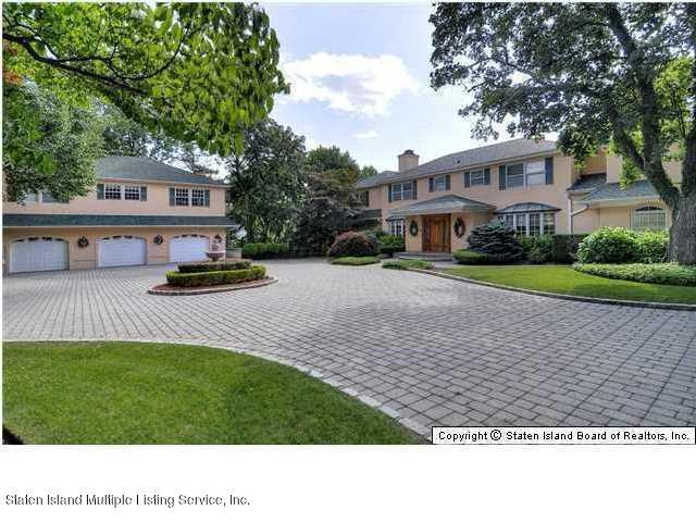 738 Todt Hill Road, Staten Island, NY 10304 (MLS #1117687) :: The Napolitano Team at RE/MAX Edge