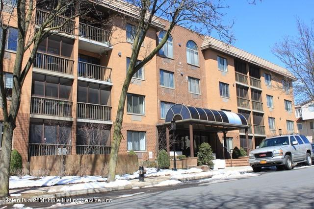 40 Wellington Court 4A, Staten Island, NY 10314 (MLS #1117800) :: The Napolitano Team at RE/MAX Edge