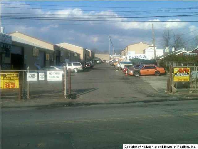 1303 Travis Avenue, Staten Island, NY 10314 (MLS #1134189) :: Team Pagano