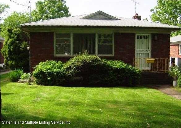 233 Little Clove Road, Staten Island, NY 10301 (MLS #1125167) :: RE/MAX Edge