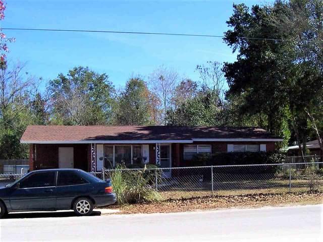 220 Stillwell Ave, Palatka, FL 32177 (MLS #195999) :: The DJ & Lindsey Team