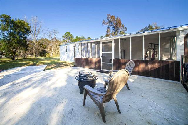 102 Basin Dr, Palatka, FL 32177 (MLS #210343) :: The Newcomer Group